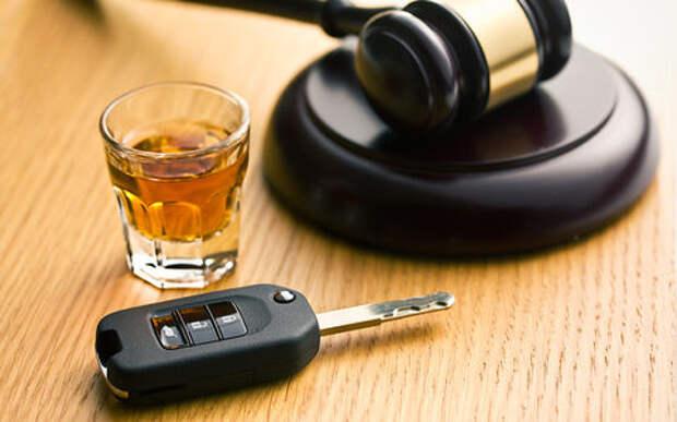 Пьяного судьи за рулем не было, была пьяная жена - решение суда