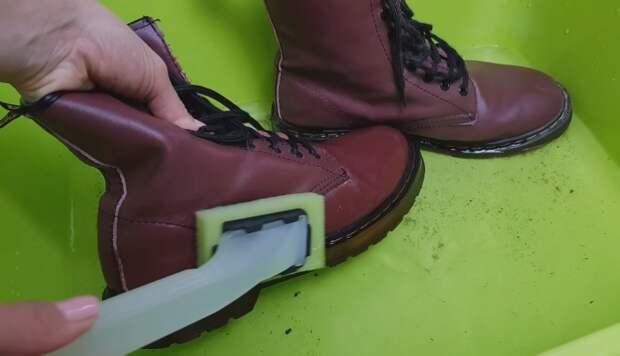 Привычка сразу мыть грязные пары экономит время и продлевает срок службы обуви.