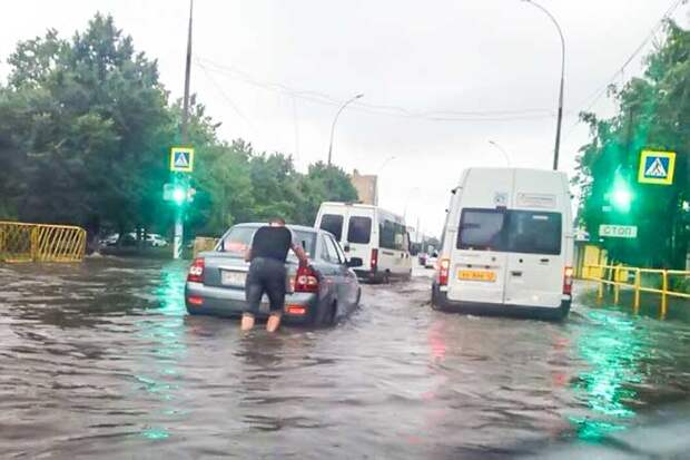 01-07-2015-zatopilo-dozhd-grad-groza-molniia-03