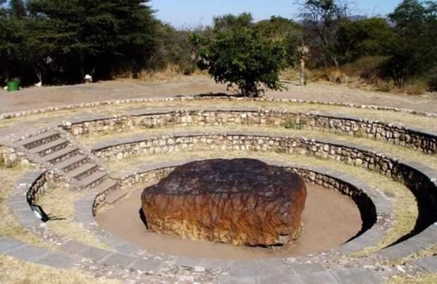 Камень в память о падении Тунгусского метеорита в 1908 году