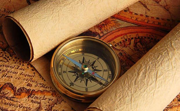 Держите ровно Достаточно важно правильно держать компас. Это не сложно: просто положите его на ладонь и поднесите ее к груди, стараясь не наклонять.