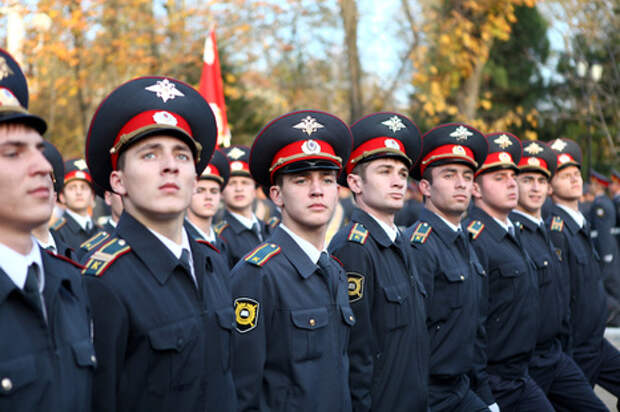 205 лет внутренним войскам МВД РФ на площади Нахимова