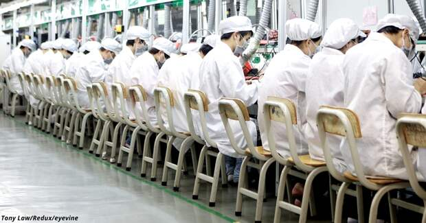 Вот как живут и умирают китайцы, которые собирают ваши Айфоны