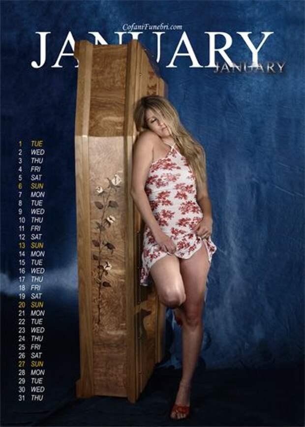 Итальянские гробовщики выпустили эротический календарь