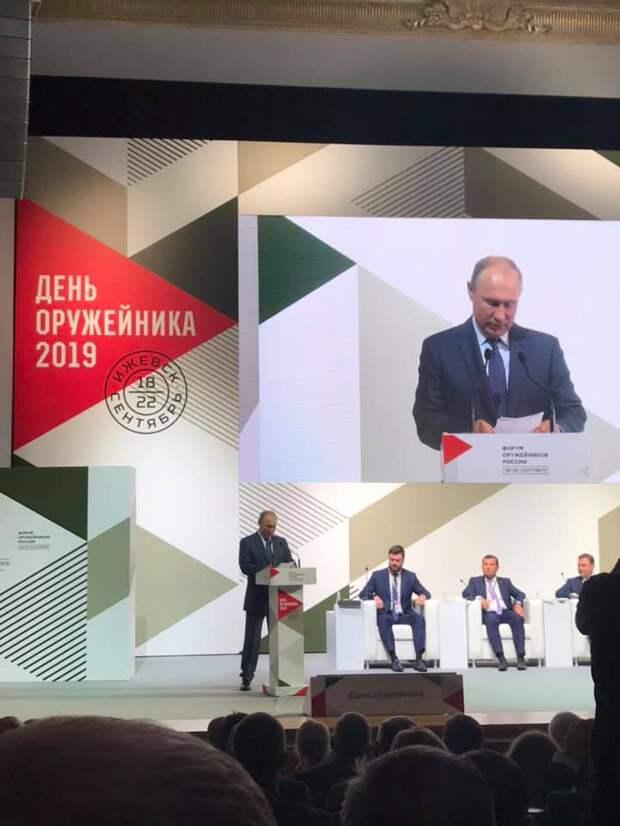 Владимир Путин в Ижевске поздравил оружейников с праздником