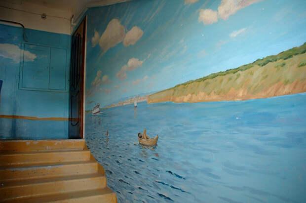 Подъезд в Астрахани, как произведение искусства!