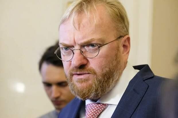 Виталий Милонов хочет обновить флаг и гимн РФ.