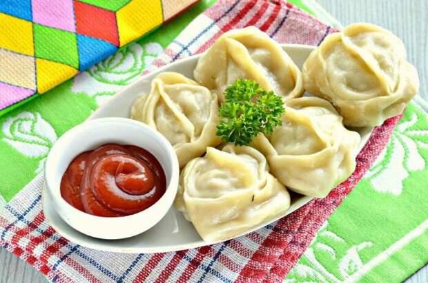 Тесто для мантов получится тонкое и не порвется / Фото: food.noteru.com