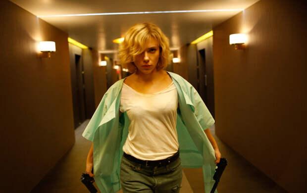 «Люси»: Взрывная блондинка