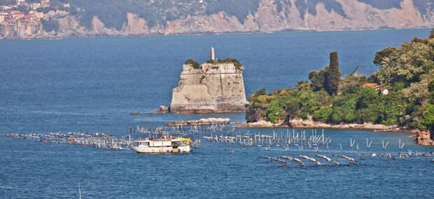 Уникальная башня Scola в Италии, построенная в 17 веке посреди моря
