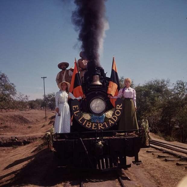"""Брижит Бардо на съемках фильма """"Вива, Мария!"""" (1965)."""