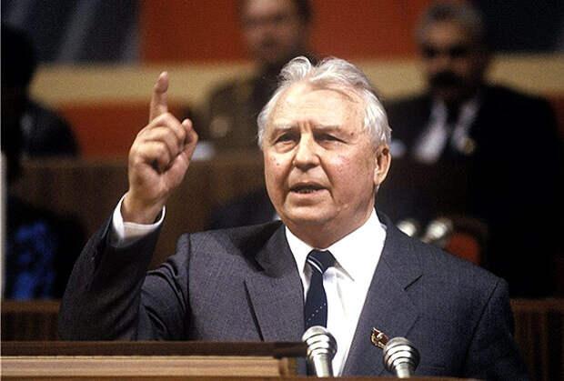 Егор Лигачев, 1990 год