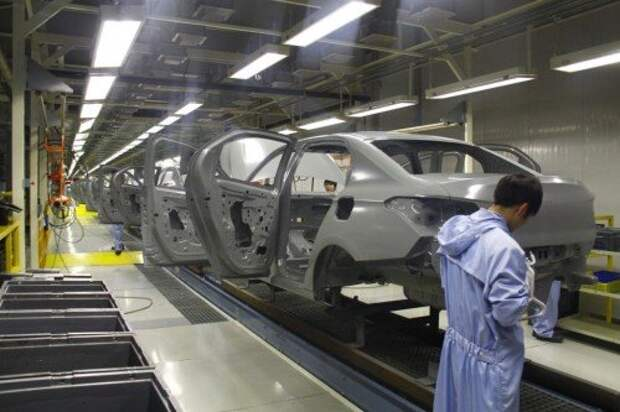 Выпуск легковых автомобилей в России продолжает падать