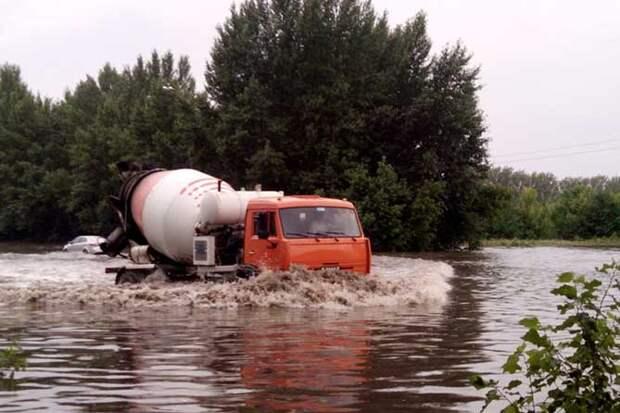 01-07-2015-zatopilo-dozhd-grad-groza-molniia-34