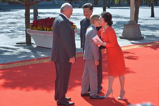 FORBES: «Когда я стану министром, то тебя расстреляю»: что мы знаем о Коленьке Лукашенко