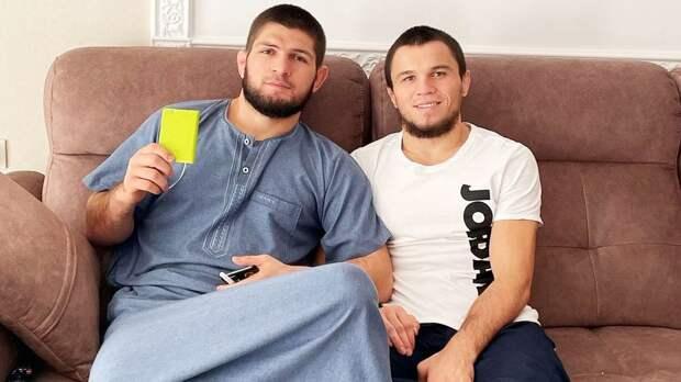 """""""Встретимся с командой Конора - что-то нехорошее будет"""". Брат Хабиба дерется в UFC за три дня до боя Макгрегора"""