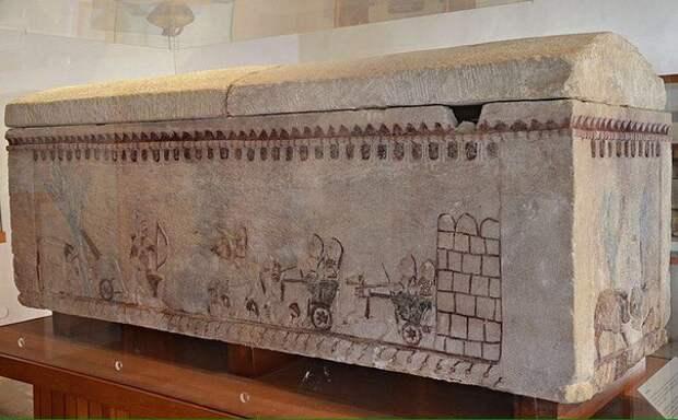 Древний саркофаг обнаруженный на Кипре с иллюстрациями из произведений Гомера. Известняк. 6 век до н.э. Пафос.