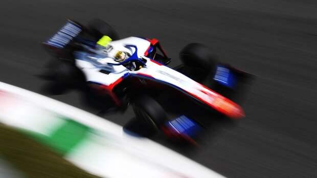 Россиянин Шварцман лишился лидерства, его партнер Шумахер впервые в сезоне победил. Итоги этапа Формулы-2 в Монце