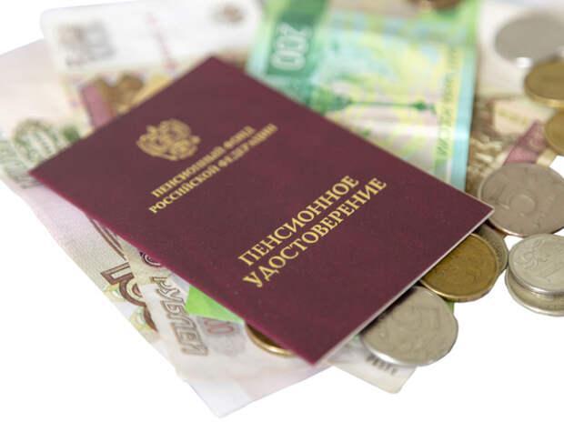 Сотрудница ПФР начислила своему отцу пенсию в 150 тысяч рублей