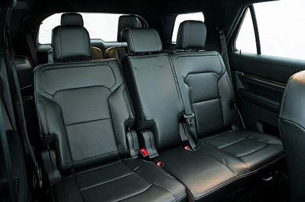 Пространство для коленей пассажиров второго ряда увеличилось на 36 мм – спасибо более тонким спинкам передних сидений.