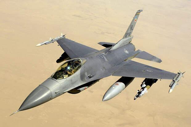 ВВС США задумались о замене истребителя F-16
