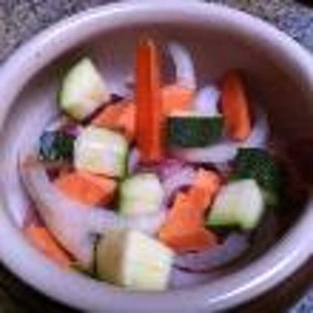 Говядина с овощами, запеченная в горшочках шаг 2