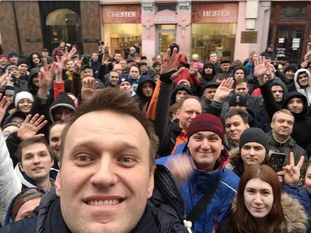 Для Навального молодежь — легкий инструмент в борьбе против российской власти