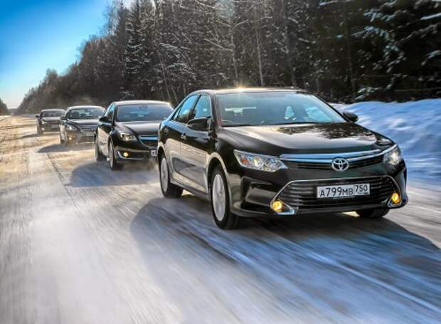 Toyota Camry против конкурентов: красавица и комфортище (ВИДЕО)