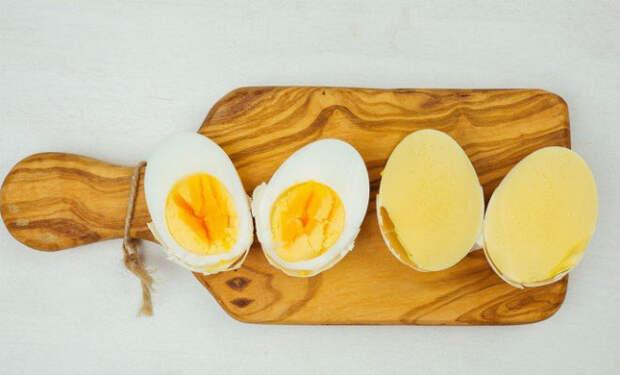 Варим яйцо желтком наружу