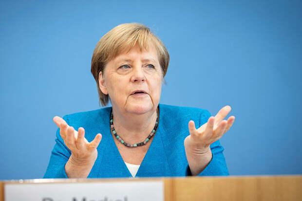 Меркель заявила об ожидании реакции России на ситуацию с Навальным