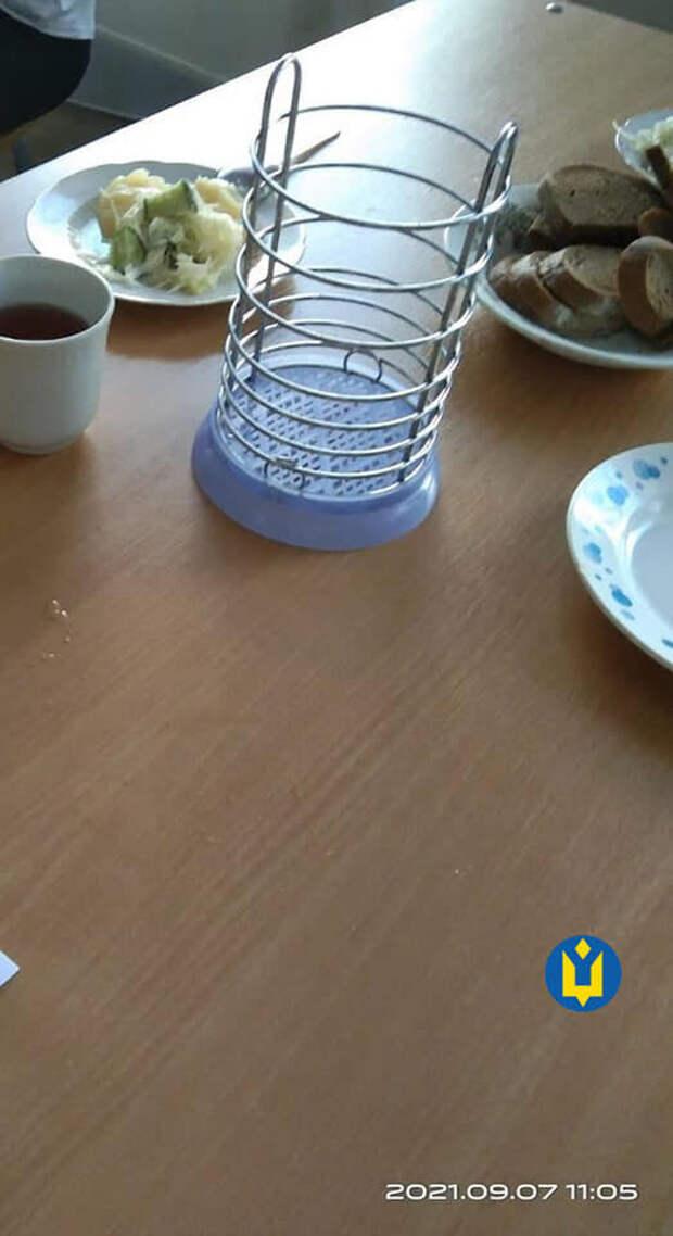 """Обед для детей ветеранов АТО вызвал негодование, фото: """"нас отсадили от других за отдельный стол"""""""