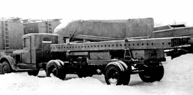 Тягач на базе ЗИС-5 с полуприцепом для перевозки длинномерных изделий (из архива Н. Маркова) авто, автоистория, военная техника, история, переправа, понтон, понтонно-мостовая переправа