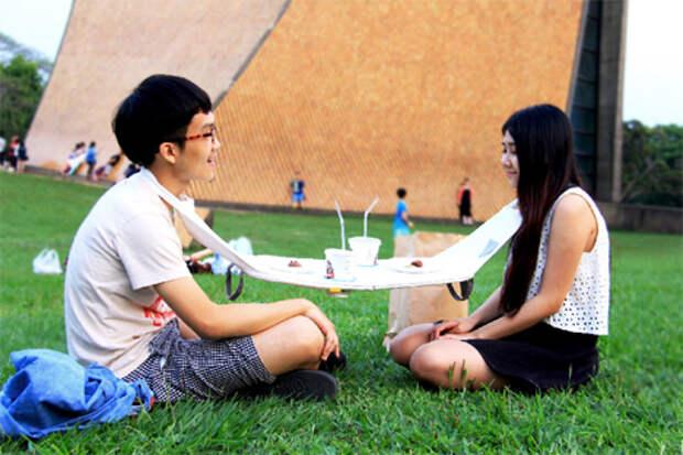 Вешаем стол на шею и отправляемся на пикник