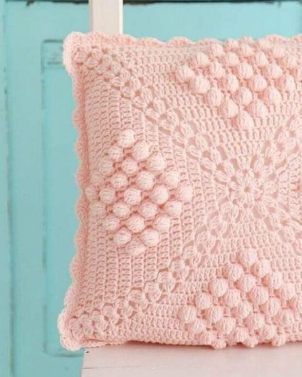 Вяжем красивые чехлы для подушек: 17 классных идей