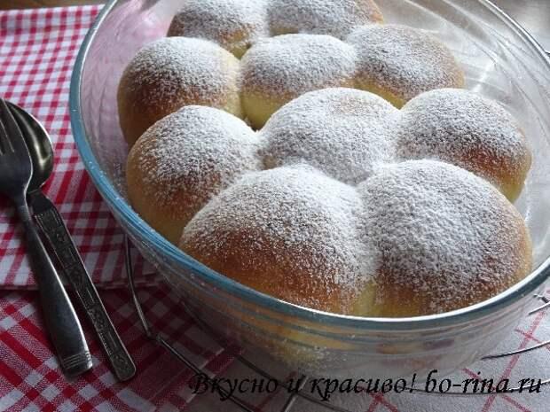 Рецепт на выходные. Булочки Бухтельн (Buchteln) с вареньем и ванильным соусом