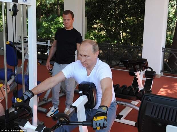 Спортивные президент и премьер министр России