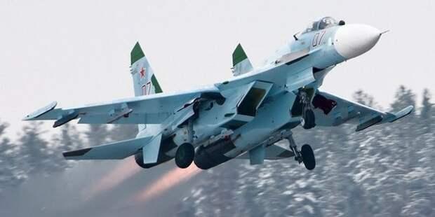 Российский Су-27 перехватил самолет-разведчик США у границ России