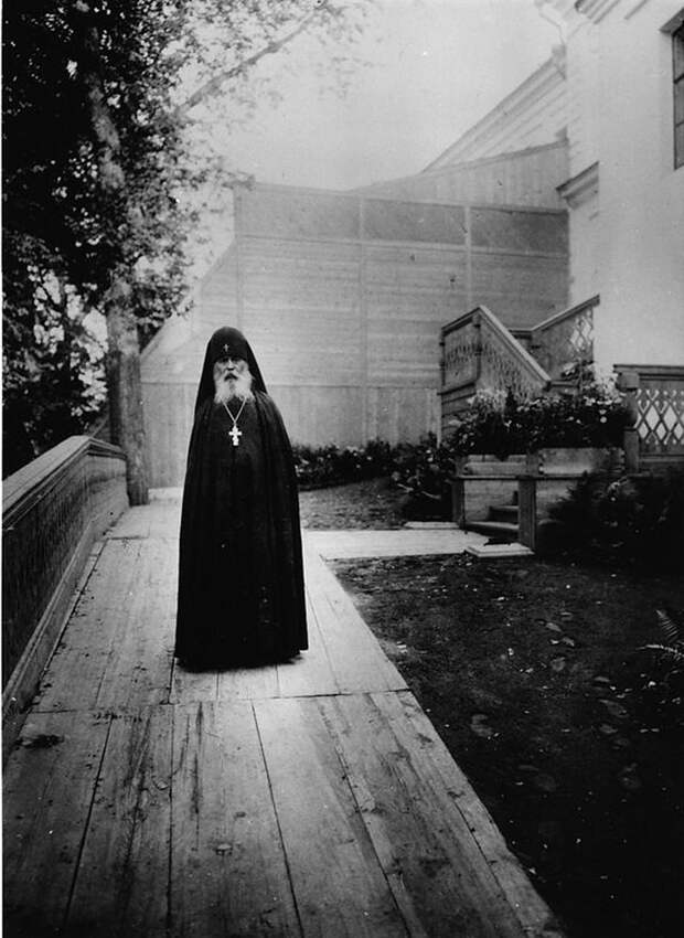 12 мистических фото монахов царской России
