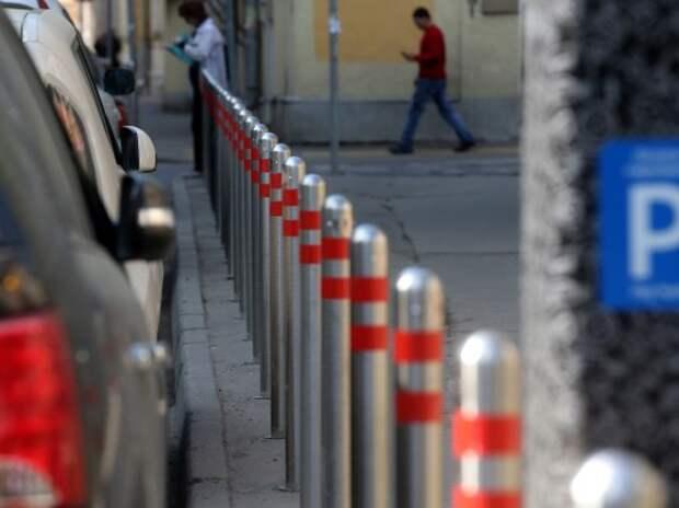 Власти Москвы не собираются запрещать парковку во дворах