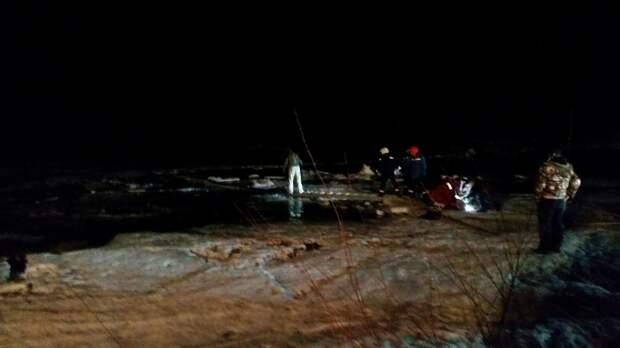 Два человека утонули вместе с машинами на водных объектах Иркутской области