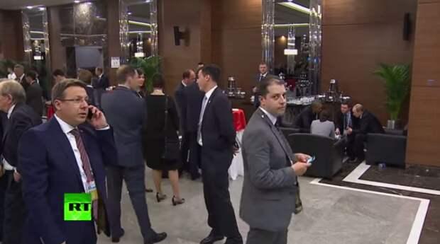 Мужчина пытался подслушать, о чём говорили Путин и Обама на G20