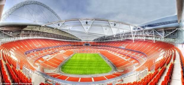 Стадион «Уэмбли» в Лондоне.