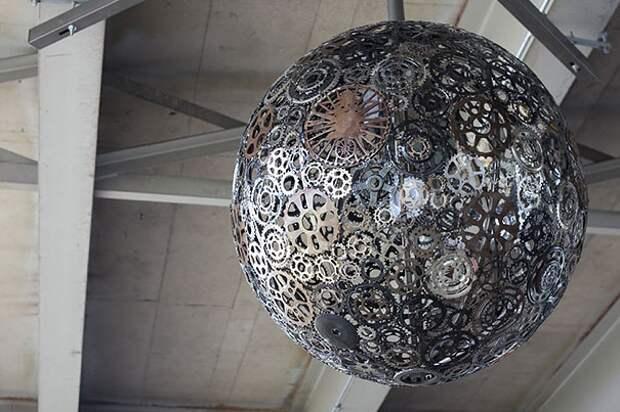 Лампа из велодеталей