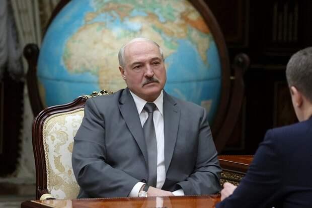 Лукашенко заявил, что Белоруссия не станет принимать украинские самолеты