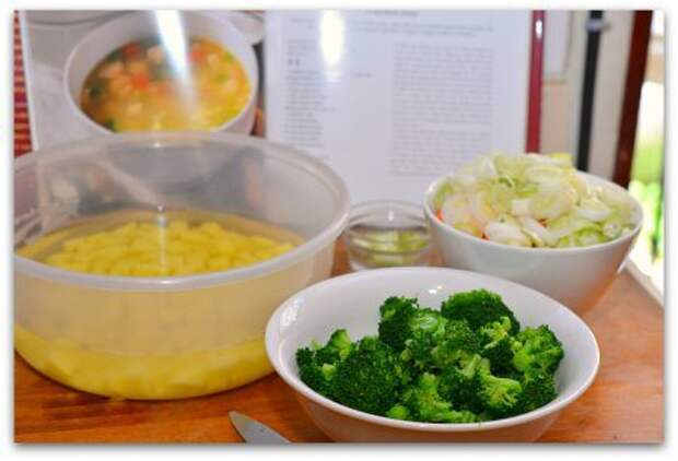 Куриный суп с брокколи