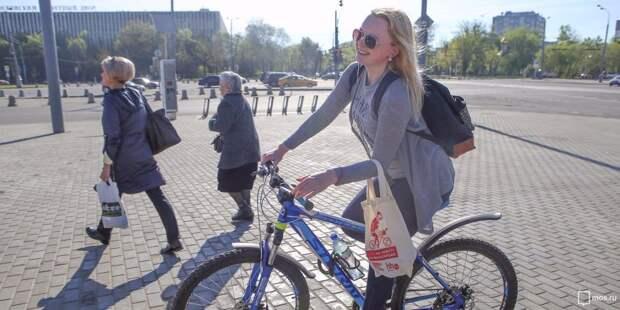 У торгового комплекса на Ленинградке организовали велопарковку