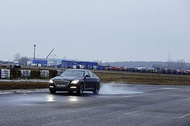 Выводим Hyundai Genesis HTRAC на гоночный трек