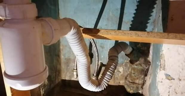 Прочистили трубы, а вода всё равно не уходит? Проблема решается легко и просто
