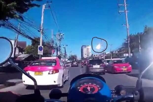 Метеорит в Таиланде засняли на видео очевидцы