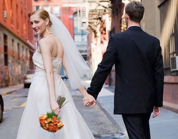 — Папа, мы с Ваней любим друг друга и хотим пожениться! Улыбнемся)))